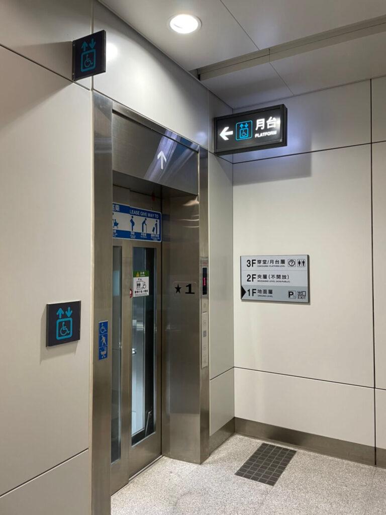 捷運站電梯